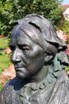 Clara Schumann: Büste im Dahliengarten