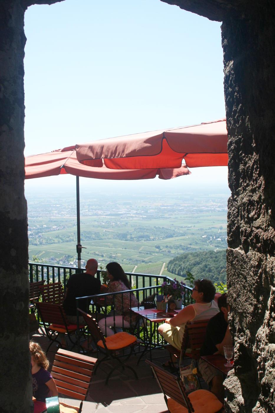 Terrasse mit Ausblick auf der Yburg