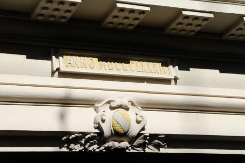 Rathaus - Inschrift über dem Eingang